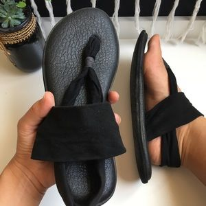 • Black Sanük Yoga Slings •